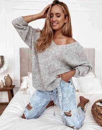 Дамски свободен пуловер с паднало рамо в сиво - код 3255
