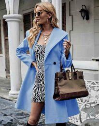 Елегантно вталено дамско палто в светлосиньо - код 3908