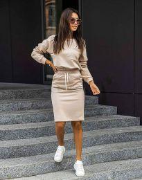 Атрактивен дамски сет блуза с дълъг ръкав и спортна пола в бежово - код 0759