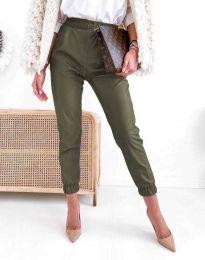 Дамски свободен кожен панталон с ластик в масленозелено - код 5361