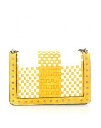 Дамска чанта в жълто с ефект преплетена кожа и метални капси - код 92083